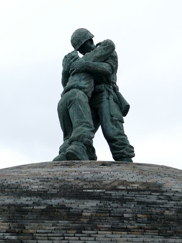 sculpture of two soldiers, one collapsed in the arms of the other