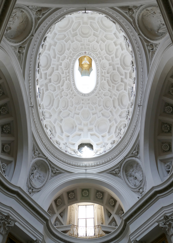 heavily coffered oval ceiling all in white, with the coffers making varying sizess of octagons and crosses